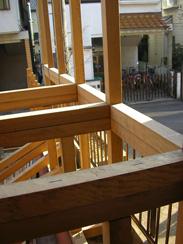柱と一体化したフェンスの画像