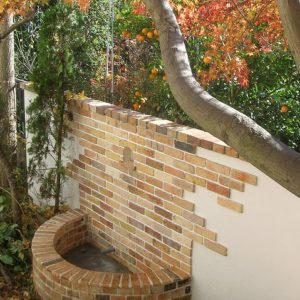 アンティークレンガの 庭とアプローチ