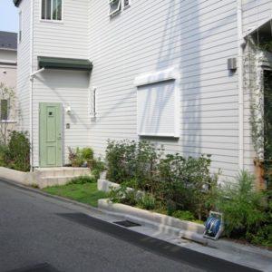 after 足元に緑が入ると建物がより引き立ちます。