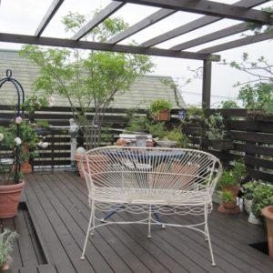 緑がいっぱいの屋上パーゴラデッキ