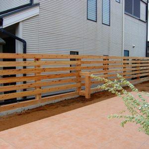 ウッドフェンスとタイルテラスでお庭の基礎ができました – 千葉市O様