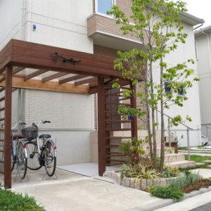 外観が生まれ変わる! ウリンの屋根付自転車置場 – 横浜市都筑区 S様邸