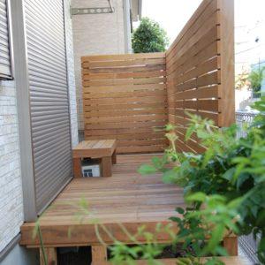 人通りが気になる庭を、プライベート空間に