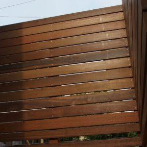 隙間にこだわり イタウバの目隠しフェンス