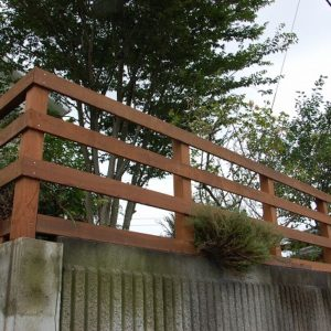 耐久性のある材料と構造で長く使える転落防止用フェンス