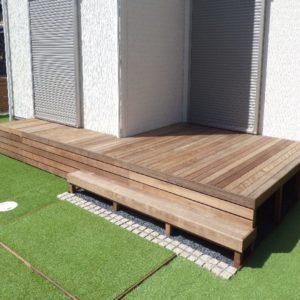 木製フェンスと人工芝でお庭を大改造