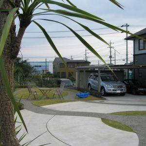 リゾート地のような 広い駐車場