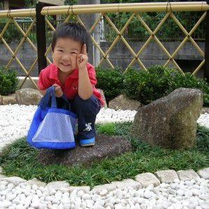 白い砂利のお庭、みてね~。